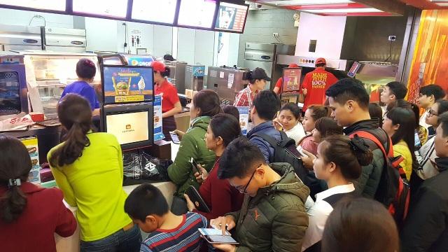 Bất chấp mưa to, Isaac, Emily, Hạnh Sino vẫn hết mình cùng khán giả Thanh Hoá - 11