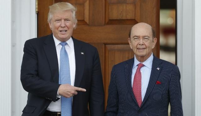 Tổng thống Donald Trump (trái) và tân Bộ trưởng Thương mại Wilbur Ross (Ảnh: Reuters)