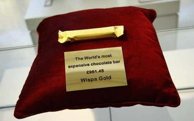 Sau khi ngừng sản xuất vào năm 2003, loại kẹo Wispa đình đám một thời đã được công ty Cadbury tái hiện lại bằng một phiên bản làm bằng vàng đặc biệt. Toàn bộ thanh kẹo sẽ được phủ nhiều lớp vàng mỏng và dĩ nhiên, nó trở thành thanh kẹo chocolate đắt nhất thế giới khi có giá lên tới 40 triệu đồng/ thanh.
