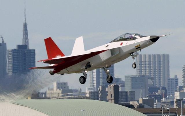 Máy bay chiến đấu hạng nhẹ X-2 Shinshin, trước đây gọi là ATD-X, được phát triển ở Nhật Bản từ năm 2004 sau khi Mỹ từ chối bán F-22 cho Tokyo. Phiên bản mới nhất của mẫu máy bay này được cho là có khả năng di chuyển với tốc độ siêu âm và độ tàng hình cao. (Ảnh: Reuters)