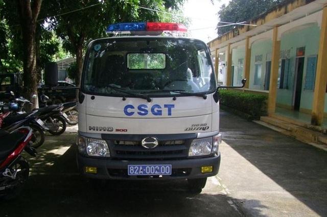 Xe tuần tra của lực lượng cảnh sát giao thông Kon Tum bị ném vỡ kính