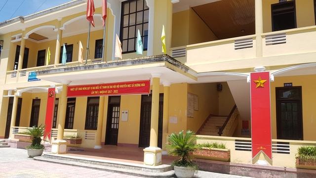 Trụ sở xã Dương Hòa cửa đóng then cài trong ngày làm việc giữa tuần 12/7...