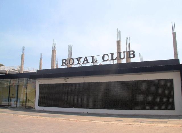 Trước đó, một công trình cải tạo, sửa chữa quán Bar Royal Club trong khuôn viên đất của khách sạn Hoàng Anh resort của DN này cũng bị xử phạt 40 triệu đồng (đã nộp) do không có giấy phép xây dựng