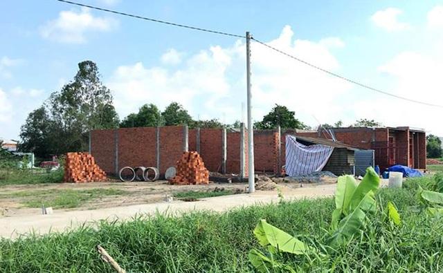 Tình trạng phân lô, xây dưng vẫn đang diễn ra ồ ạt tại xã Long Thượng, huyện Cần Giuộc.