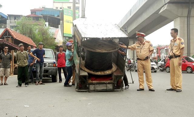 Hà Nội đang xây dựng lộ trình, biện pháp để hạn chế, tiến tới cấm sử dụng xe ba bánh vận tải hàng hóa.