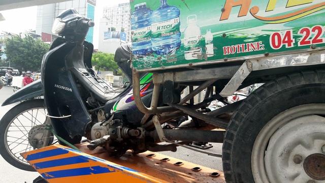 Một xe tự chế bị thu giữ.