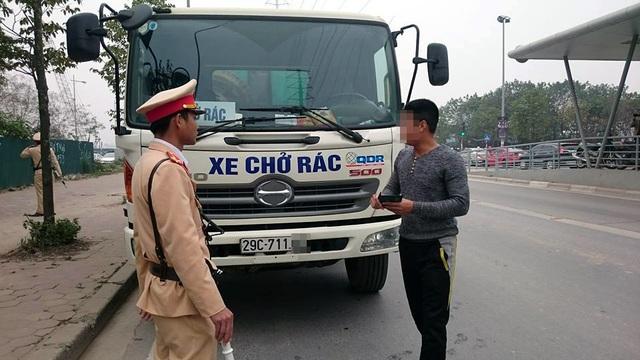 Trường hợp xe chở rác bị xử lý vì đi vào làn của BRT.
