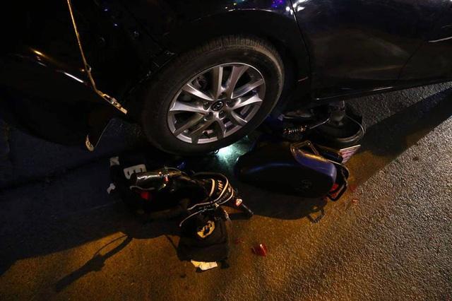 Hà Nội: Ô tô đâm hàng loạt xe máy, 1 học sinh trọng thương - 1