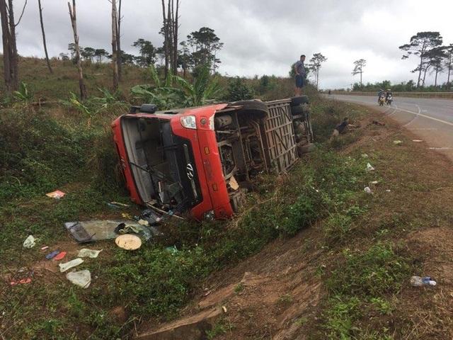 Các hành khách trên xe may mắn thoát nạn