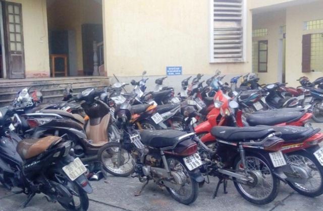 Cơ quan Công an đã thu giữ nhiều xe máy và động cơ xe máy tháo rời tại một địa điểm mua, bán xe máy cũ, ở một xã trên địa bàn huyện Thọ Xuân