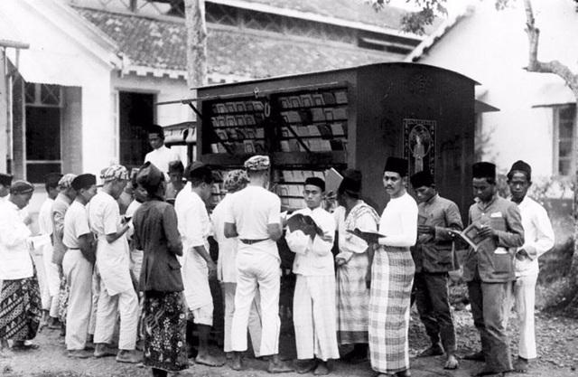 Xe sách ở Indonesia đầu thế kỷ 20.