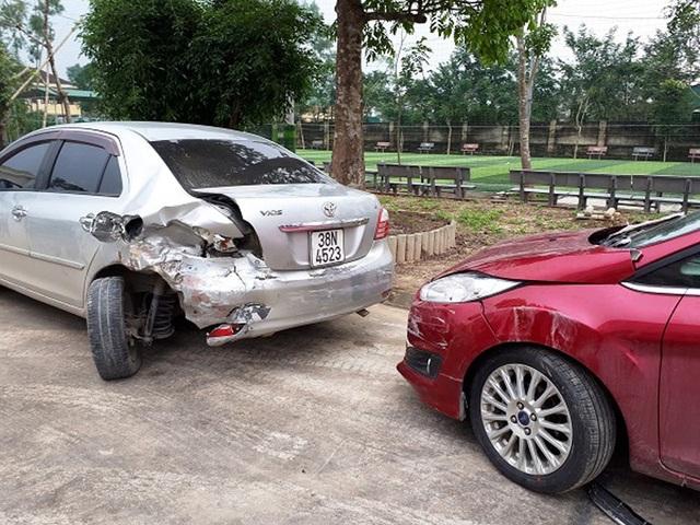 Hai chiếc xe trong vụ tai nạn được CQĐT Công an huyện Thạch Hà tạm giữ phục vụ công tác điều tra.