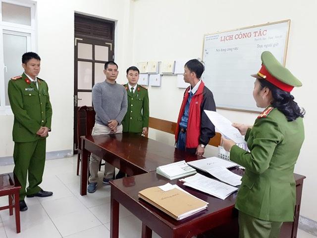 CQĐT Công an huyện Thạch Hà công bố quyết định khởi tố đối với Trần Công Thái về tội chống người thi hành công vụ sáng ngày 7/12.