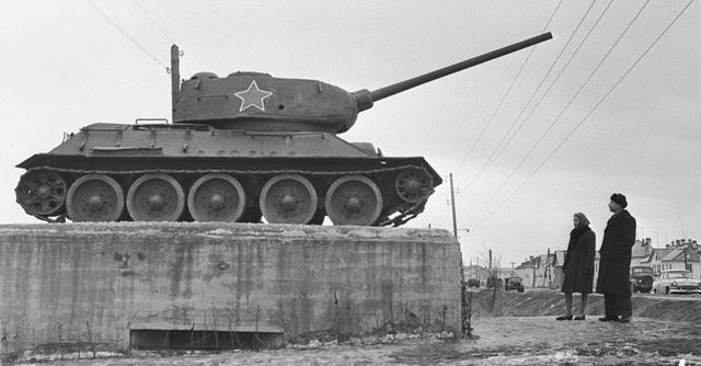 Không chỉ tại Liên Xô, các biến thể mới của tăng T-34 cũng được xuất khẩu ra nước ngoài sau Chiến tranh thế giới thứ hai và đứng trong hàng ngũ của quân đội nhiều nước trên thế giới.