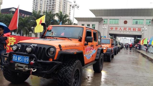 Xe tự lái Trung Quốc vào Móng Cái (Quảng Ninh)