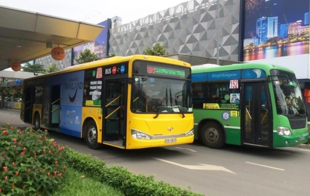 Xe buýt hoạt động tại sân bay Tân Sơn Nhất