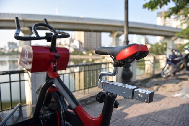 Yên xe đạp được thiết kế có thể nâng cao, hạ thấp để phù hợp với người sử dụng.