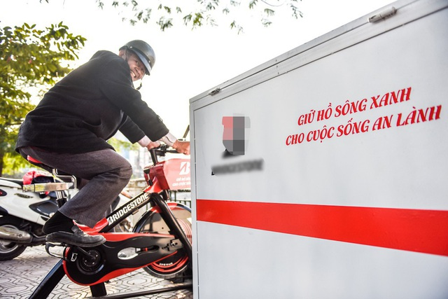 Ý tưởng xe đạp lọc nước lắp ở nơi công cộng từng được thực hiện ở kênh Nhiêu Lộc, TP HCM. Tuy nhiên, ở Hà Nội, đây là lần đầu tiên thiết bị này xuất hiện.