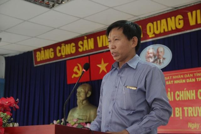 Ông Nguyễn Văn Phú tiếp nhận lời xin lỗi.