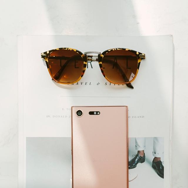 Phiên bản hồng ánh đồng hài hòa tinh tế với thiết kế tinh xảo, đối xứng trên Xperia XZ Premium
