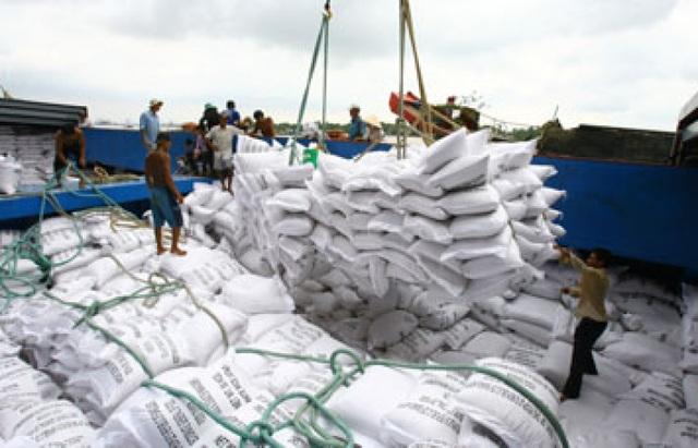Bộ Công Thương trước đó đã yêu cầu xác minh thông tin xin giấy phép xuất khẩu gạo phải tốn không dưới 20.000 USD.