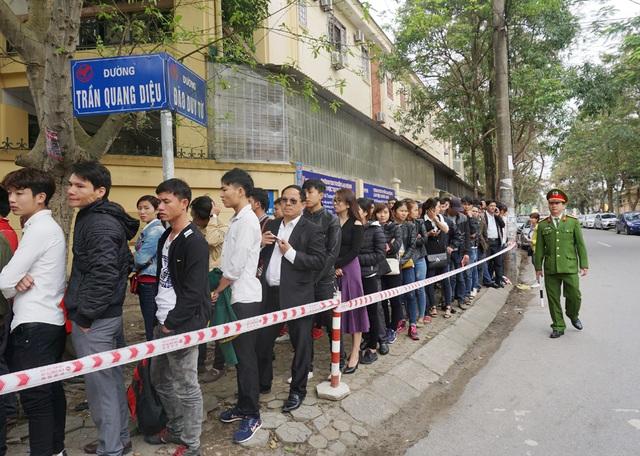 Ước tính ngày hôm nay có khoảng 1.500 hồ sơ xin cấp hộ chiếu, giấy thông hành tại Phòng quản lý xuất nhập cảnh Nghệ An.