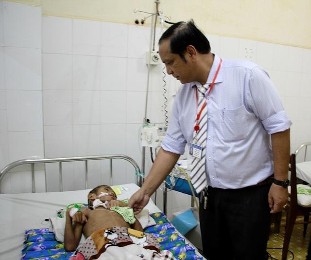 Lãnh đạo bệnh viện quan tâm đặc biệt đến trường hợp của em Y Kát