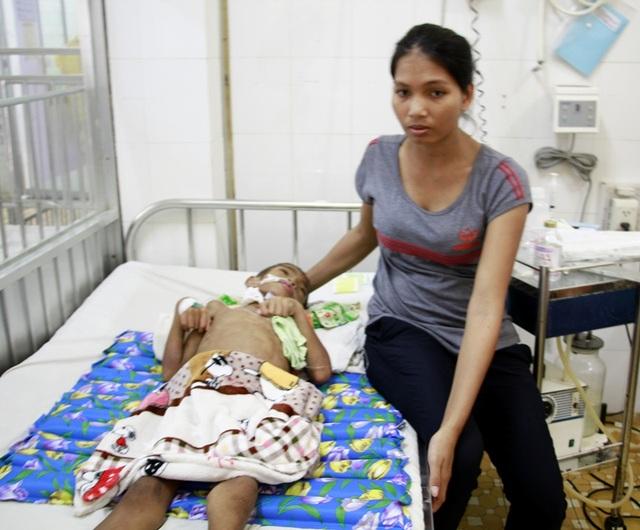 Chị H Neh Niê gửi lời cảm ơn đến bạn đọc báo Dân trí đã gửi tiền để cứu con trai mình