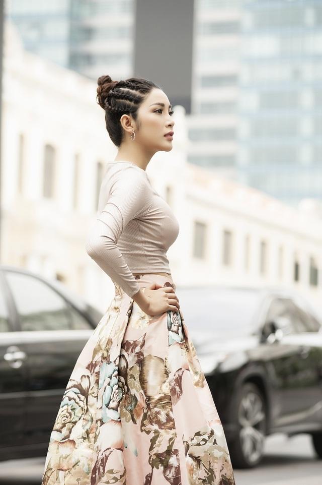 Trong công việc, Yan My không bao giờ đến muộn dù phải di chuyển hoàn toàn bằng đi xe bus hay xe ôm.