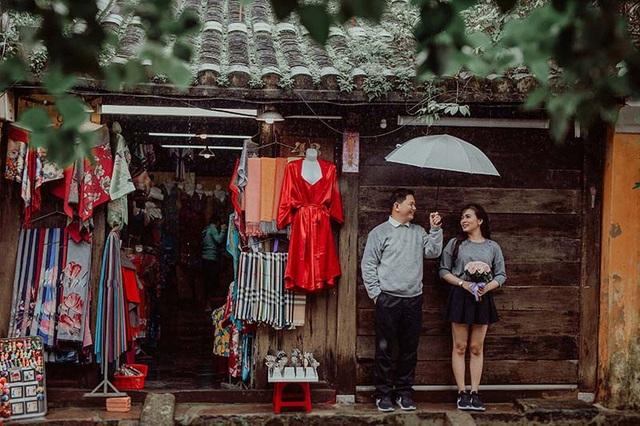 Bảo Châu và Hào Hiệp quen biết nhau từ 5 năm trước, nhưng lúc đó Bảo Châu đã có người yêu và chỉ đơn thuần xem Hào Hiệp như một người bạn bình thường.