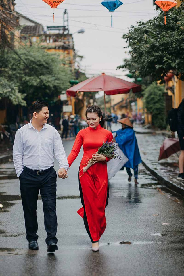 Trong chuyến du lịch của cả hai, Hào Hiệp bí mật mua nhẫn để cầu hôn Bảo Châu.