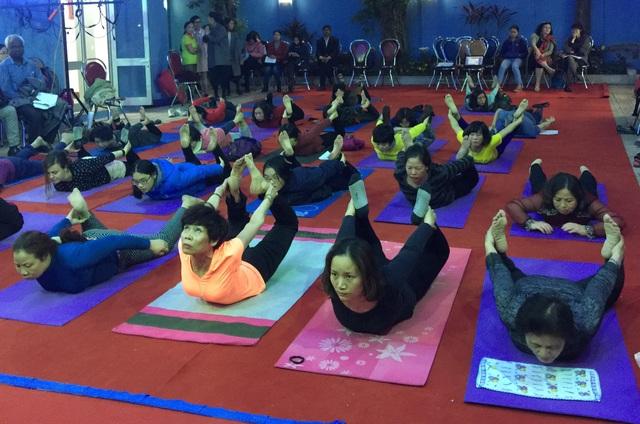 Giảm căng thẳng với các bài tập yoga từ chuyên gia Ấn Độ - 3