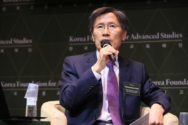 Cựu Ngoại trưởng Hàn Quốc Yoon Young-kwan (Ảnh: Getty)