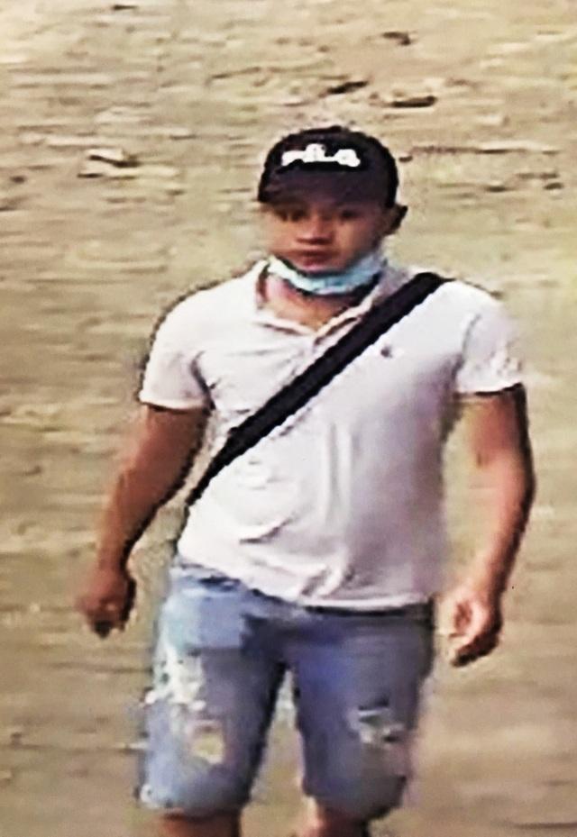 Hình ảnh nghi can liên quan đến vụ cướp xe ôm GrabBike vừa được Công an quận 9 nhận dạng.