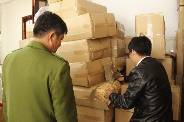 """Bắt giữ 1 tấn đặc sản """"dỏm"""" đeo """"made-in Đà Lạt"""" - 1"""