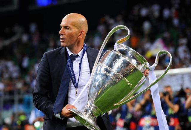 Vài tháng trước, Zidane còn tận hưởng đỉnh cao thành công...