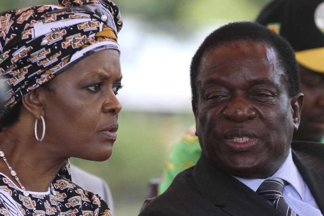 Đệ nhất phu nhân Zimbabwe Grace Mugabe và cựu Phó Tổng thống Emmerson Mnangagwa (Ảnh: Reuters)