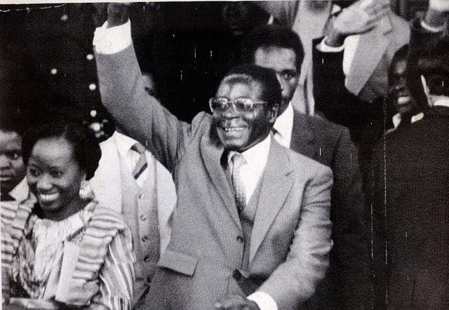 Người vợ đầu tiên luôn sát cánh bên ông Mugabe trong những năm tháng khó khăn (Ảnh: Dailymail)