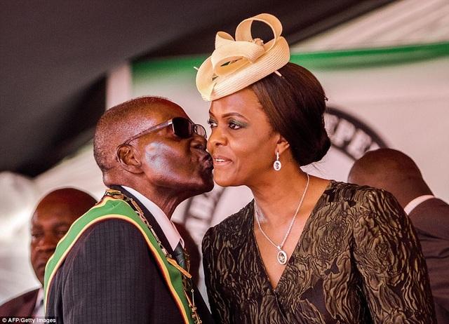 Đệ nhất phu nhân Zimbabwe là người có sở thích mua sắm hàng hiệu (Ảnh: AFP)