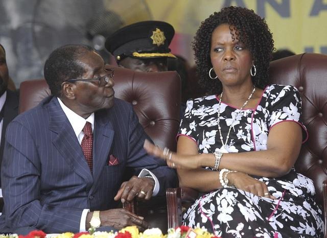 Bà Grace ngày càng tỏ rõ tham vọng chính trị tại Zimbabwe (Ảnh: AP)