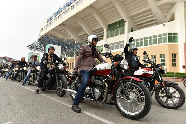 Sáng 26/2, đoàn 160 xe môtô phân khối lớn tập trung tại sân nhà thi đấu Quần Ngựa, Hà Nội, hưởng ứng lời kêu gọi của MC Anh Tuấn diễu hành để tưởng nhớ cố nhạc sĩ Trần Lập.