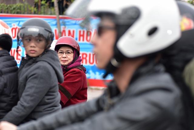 Đoàn diễu hành gồm 160 xe phân khối lớn thu hút sự chú ý đặc biệt của người dân.