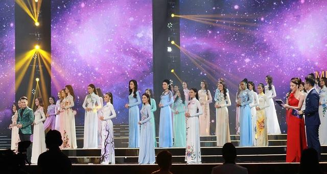 Trải qua một hành trình dài qua các vòng thi sơ khảo và bán kết, bây giờ là thời điểm nước rút để các thí sinh chứng minh bản thân xứng đáng trở thành người kế vị của danh hiệu Hoa hậu Hoàn vũ Việt Nam.