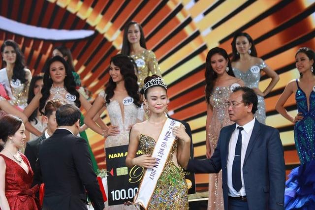 H'Hen Nie đăng quang Hoa hậu Hoàn vũ Việt Nam 2017 - 8