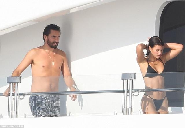 Scott Disick, 34 tuổi và Sofia Richie, 19 đang tận hưởng kỳ nghỉ tại Mexico
