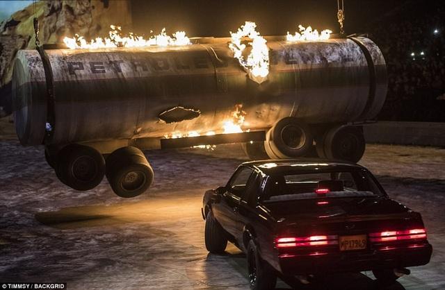 """Liveshow """"Fast & Furious"""" đã khiến những khán giả có mặt ở trung tâm tổ chức sự kiện O2 Arena (London, Anh) vào tối thứ 6 vừa qua phải choáng ngợp, sau đây, sẽ chính thức bắt đầu tour lưu diễn """"Fast & Furious"""" vòng quanh thế giới rất được chờ đợi."""
