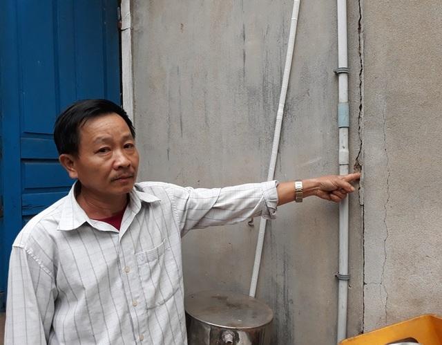 Ông Quát cho rằng thi công QL1 đã làm nhà nứt nhưng đến nay hơn 2 năm vẫn chưa được đền bù
