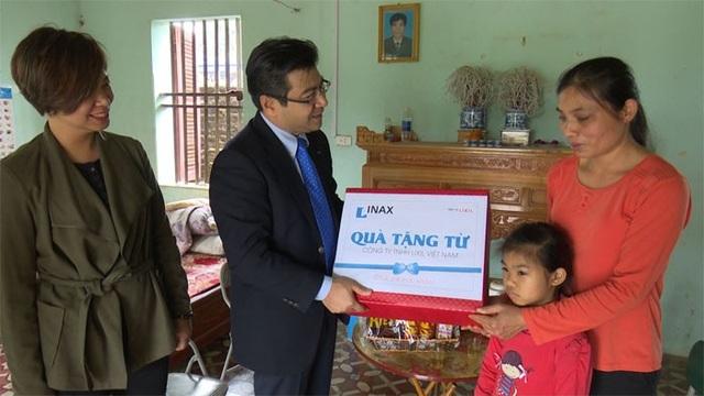 INAX thăm hỏi các em nhỏ  mắc bệnh tim  tại Thái Nguyên - 3