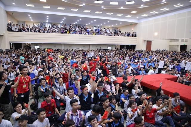 Sinh viên Trường ĐH Sư phạm Kỹ thuật TPHCM sẽ được cổ vũ đội tuyển Việt Nam trong trận bán kết ASIAD 2018