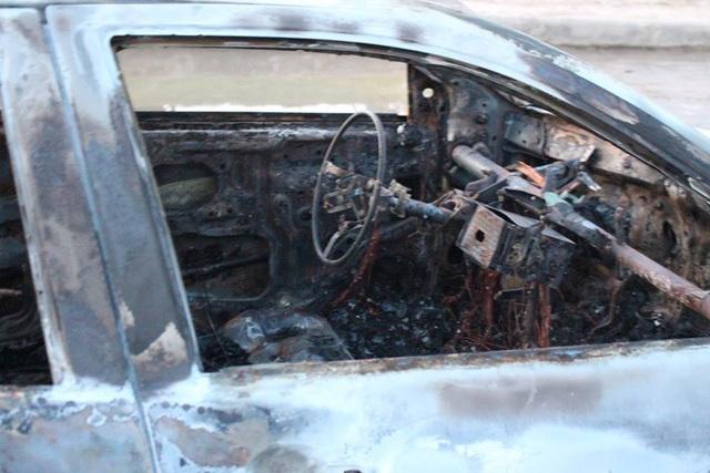 Chiếc xe bị cháy rụi hoàn toàn